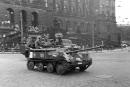 Sovětské tanky před Národním muzeem na Václavském náměstí v Parze