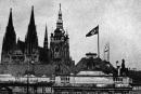 První protektorátní vlajka nad Pražským hradem